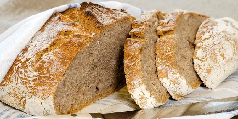 Grovt eltefritt brød - Du trenger ikke kna. Det er grovt, eltefritt brød som du steker i en kjele i ovnen.