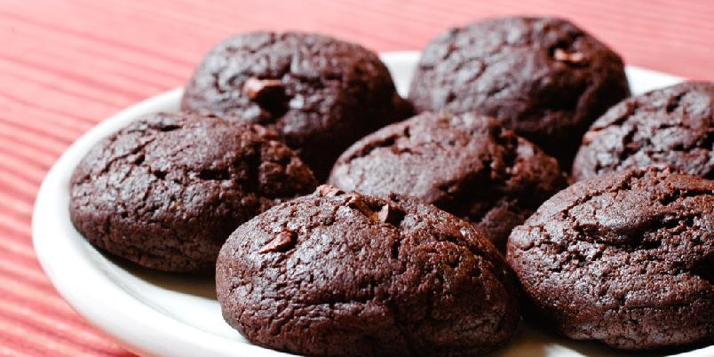 Sjokoladekjeks med kakaonibs - Sjokoladekjeks blir enda bedre og mer intense i smaken om du klarer å få tak i kakaonibs.