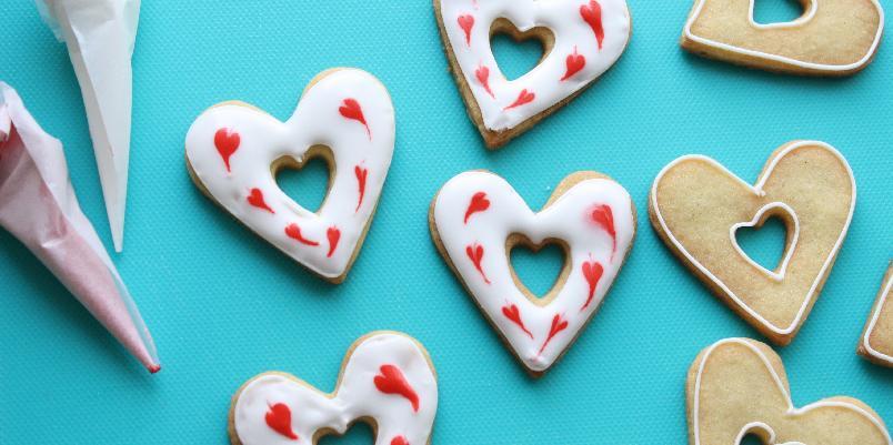 Hjertecookies - Søte småkjeks med melisglasur. Smelter på tunga og går rett til hjertet.