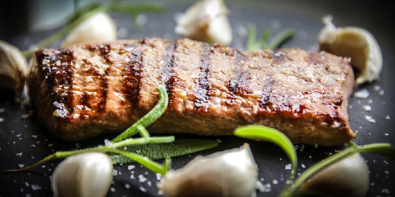 Lammesaus - Dette er en god saus. Du kan, om du vil, forsøke å sprøyte den inn i kjøttet.