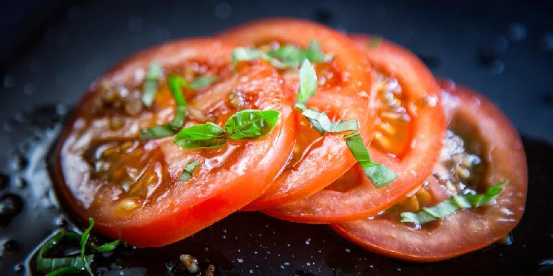 Finns solmodne tomater - en liten mellomrett - Modne tomater blir supergode med denne oppskriften.