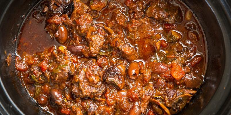 Kokte oksekjaker i tomat - I denne oppskriften kan du bruke crock-pot, men det går fint å lage den i ovnen også.