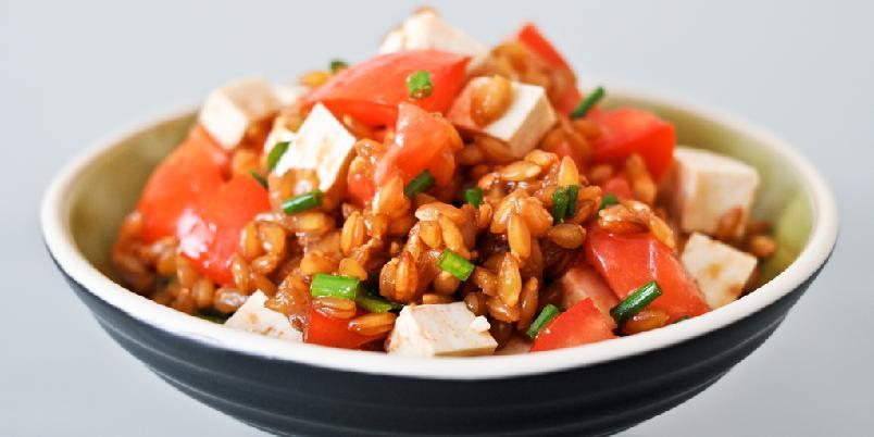 Tomatsalat med spelt - Her er en salat med tomat og spelt. Det har du ikke prøvd.