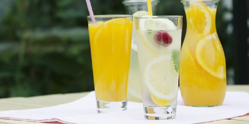 Forfriskende limonader - Få sommerfølelsen med en friske appelsin- og sitronlimonader!
