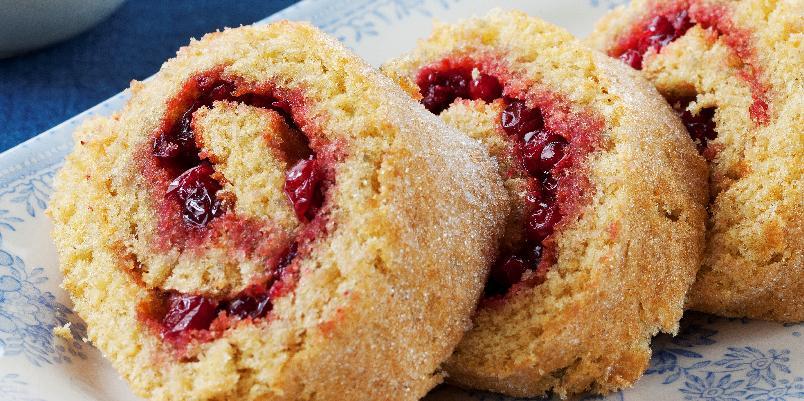 Rullekake med bringebærsyltetøy - Dette er den raskeste kaken du kan lage!