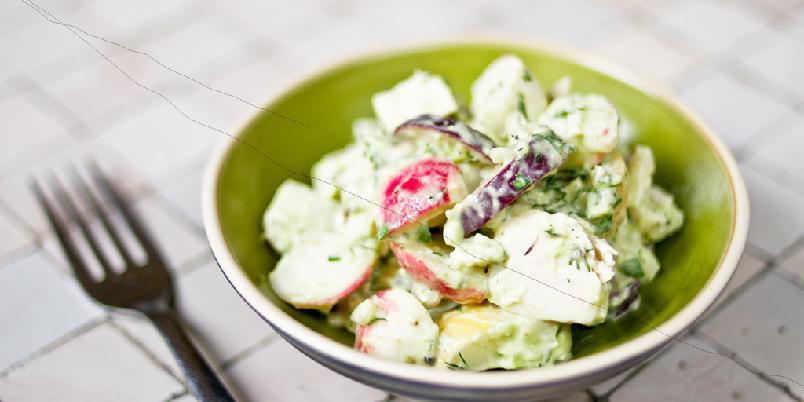 Kyllingsalat med avokado - Kyllingsalaten serveres med superdressingen fra California.