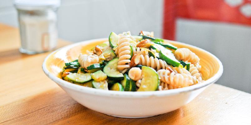 Pasta med squash, mandler og sitronskall - Dette er din nye pastarett.