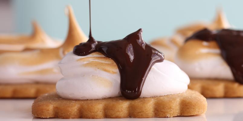 S'mores Cookies - Denne herlige oppskriften på kjeks med marengs og sjokolade må prøves!