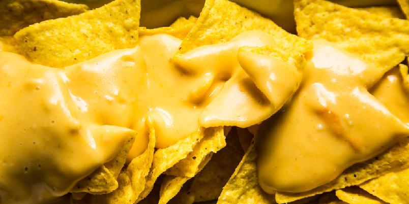 Ostesaus med nachos - Det er ingenting som ostesaus og nachos når du skal kose deg litt...