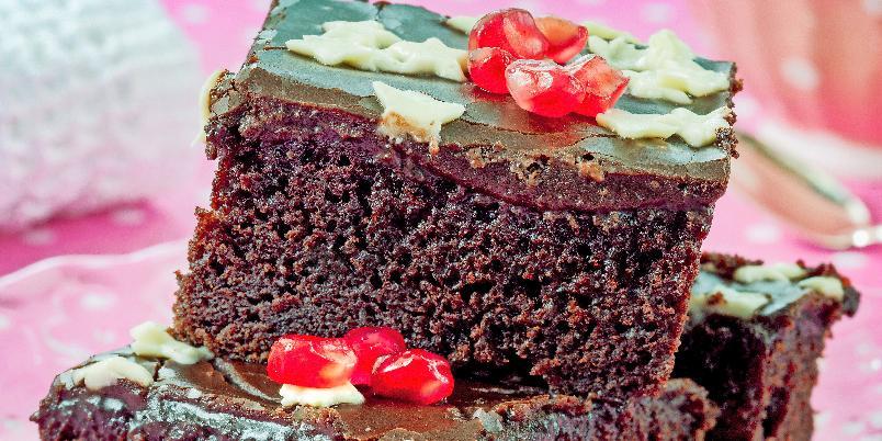 Tante Annes saftige sjokoladekake - Oppskriften passer til en stor langpanne