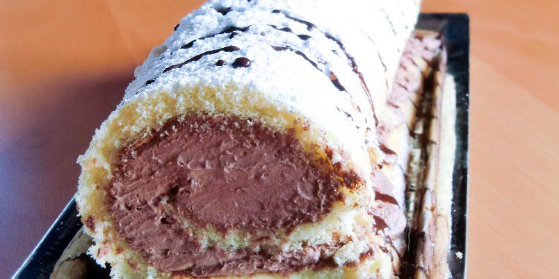 Himmelsk rullekake med sjokoladekrem - Myk rullekake som fylles med verdens deiligste sjokoladekrem!