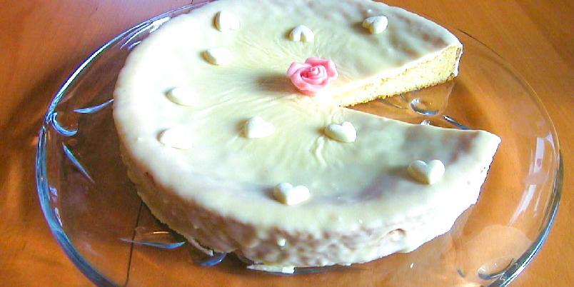 Konfektkake med hvit sjokolade - Lekker konfektkake for de som er glade i hvit sjokolade!