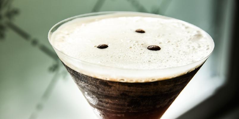 Espresso Martini - En sterk, men likevel deilig drink med smak av kaffe og sjokolade.