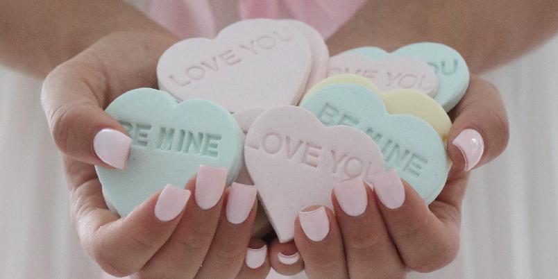 Love Hearts med hjemmelaget marsipan - Disse er en sikker vinner i bursdag, bryllup eller andre festligheter!