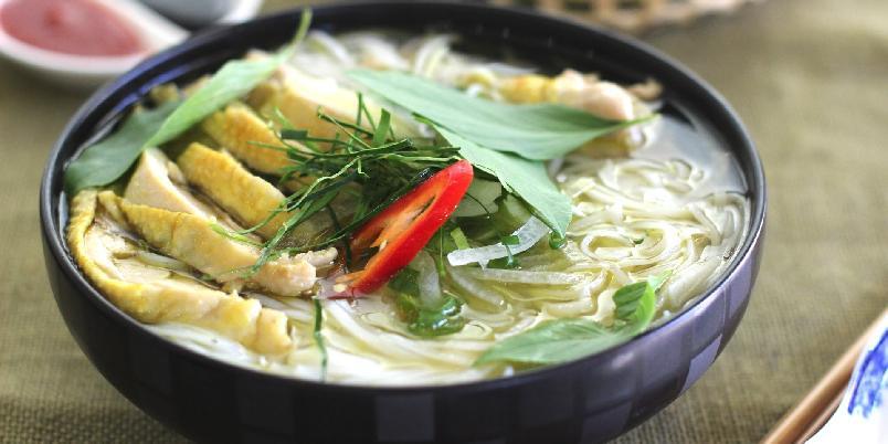 Vietnamesisk kylling suppe - En utrolig god medisinsk suppe, perfekt for deg som er litt små forkjølet og er også den perfekte hangover kuren.