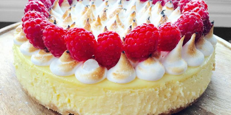 Lemon Meringue Cheesecake - Fantastisk god kake som er enklere å lage enn den ser ut.