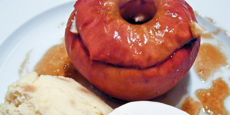 Bakte epler med sukker og kanel - Bakte epler med sukker, kanel og rosiner tar en time i ovnen, men er veldig enkelt å lage.