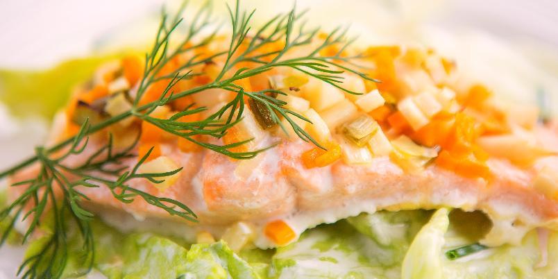 Laks fylt med høstgrønnsaker - Å fylle laksen med noe godt er en god ide.