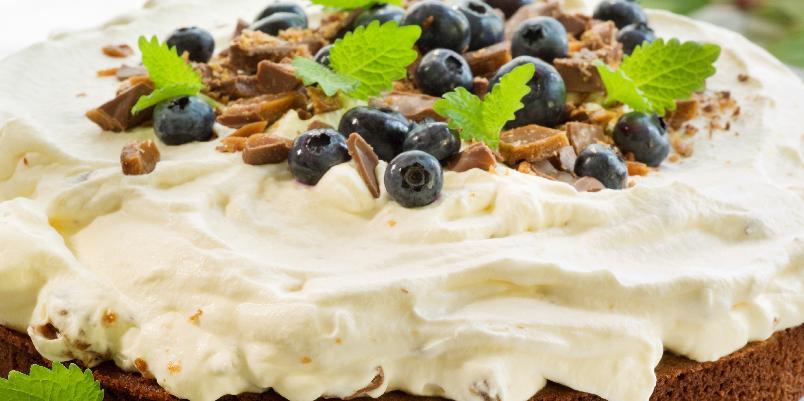 Daimkake - Herlig sjokoladekake dekket med nydelig daimkrem!