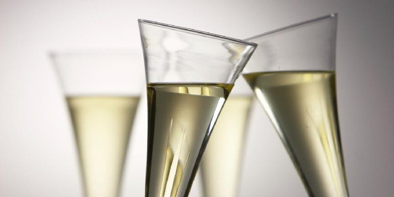 French 75 - Denne drinken minner i mangt og meget om en Tom Collins, men hvor sodavannet er erstattet med champagne.