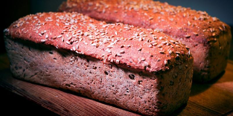 Hjemmebakt brød - En klassisk, godt hjemmebakt brød med yoghurt og havre.