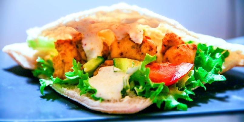 Ciabatta med tandoorikylling, salat og raita - Ciabatta er morsomt å bake. Prøv deg på denne!