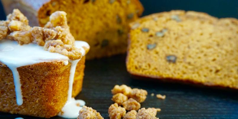 Pumpkin Bread With Caramelized walnuts - Mmmmm ... Duften av dette brødet vil garantert gjøre deg sulten!
