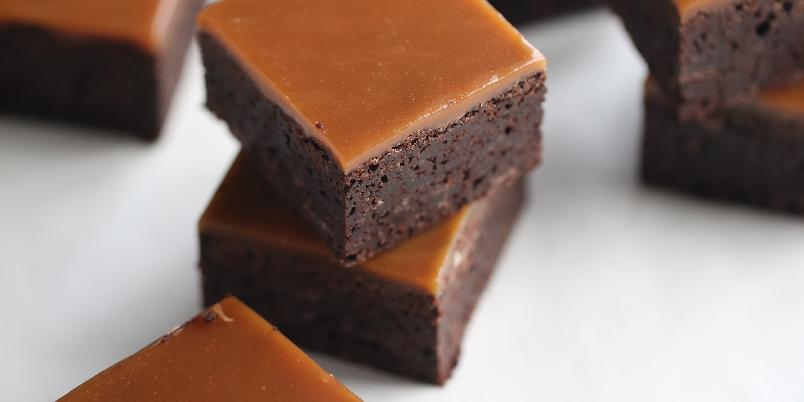 Karamellbrownies - Fyldig brownies med karamell som smelter på tunga.
