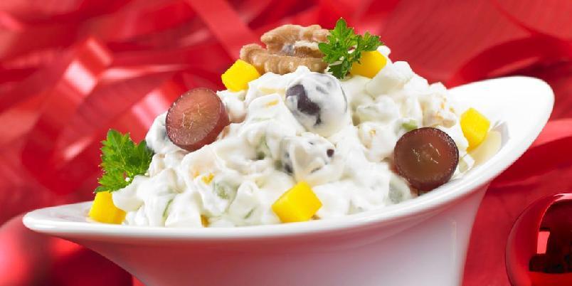 Waldorfsalat - Her er en klassisk oppskrift på Waldorfsalat. Om waldorfsalaten blir god veldig avhengig av at du klarer å smake deg fram til forholdet mellom sukker og sitronsaft i dressingen. Lykke til!
