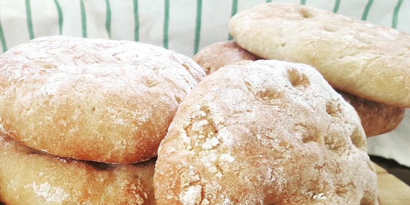 Glutenfrie polarbrød med bokhvete og teff - Grove polarbrød med masse smak passer til en hver anledning. Bruk dem med pålegg eller del dem og bruk dem som hamburgerbrød eller fyll med kylling og salat - godt er det uansett!
