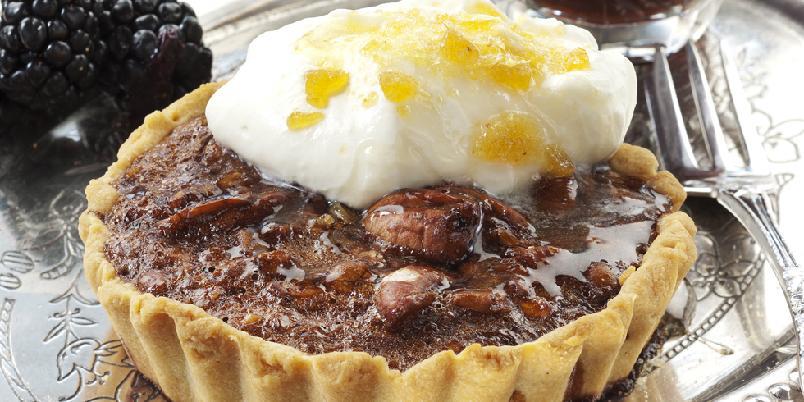 Sjokolade- og pekanpai - Nydelig, amerikansk pai med deilig sjokolade- og pekanfyll.