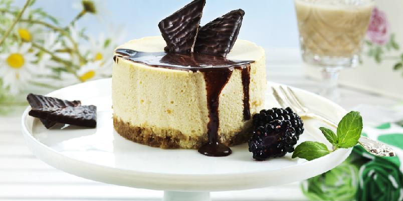 Ostekake med likør - Luksuriøs ostekake med Baileyslikør, kaffe og mascarponeost!