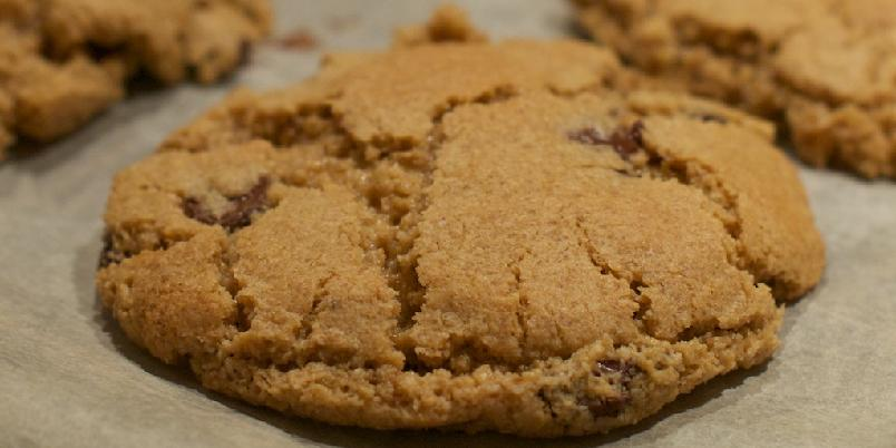 Seige choc chip cookies - Superdeilige cookies som er sprø utenpå og deilig seige inni.