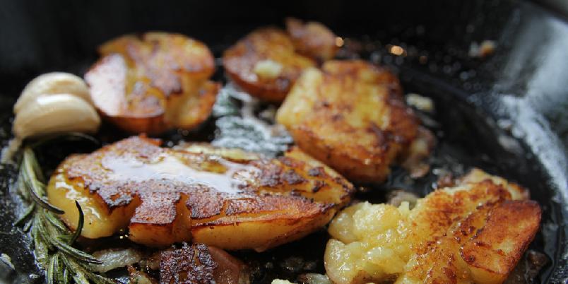 Knuste poteter - Dette er kanskje de beste potetene som finnes. Enkelt er det også.