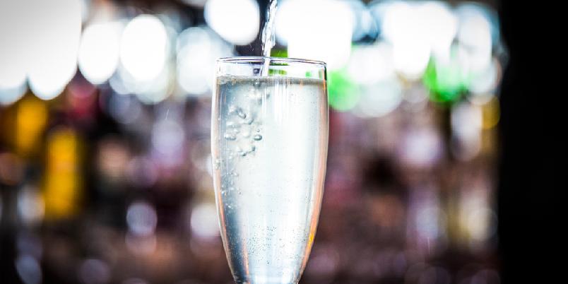 French 75 - Drinken der du blander champagne og gin...
