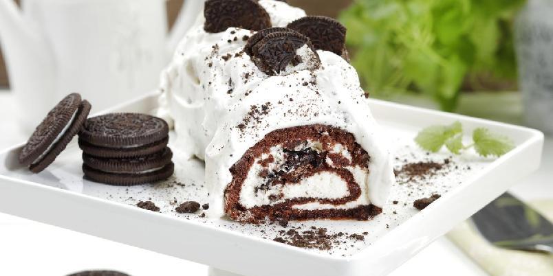 Oreorull - Lag en deilig rullekake med knasende Oreo-sjokolade.