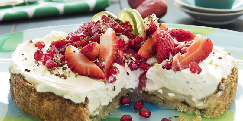 Pai med ostefyll og bær - Dette er en syrlig, frisk og nydelig kake som garantert kommer til å gå ned på høykant.
