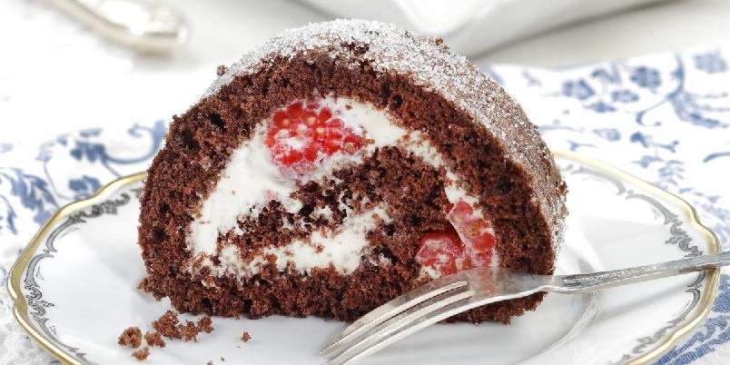 Sjokoladerull med vaniljekrem og bringebær - Lag en enkel rullekake med en herlig smakskombinasjon.