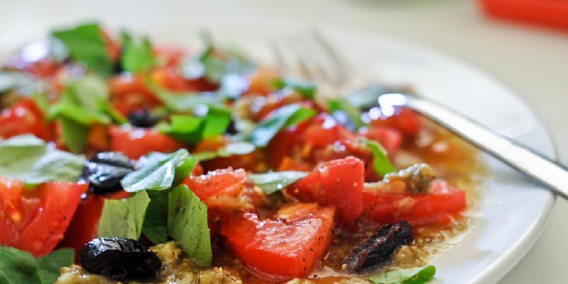 Tomat og bakt aubergine -