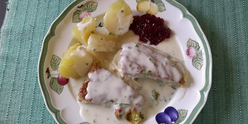 Bittas farse på kålseng med hvit saus - Tradisjonsrik middagsrett, enkel å tilberede og utrolig godt!