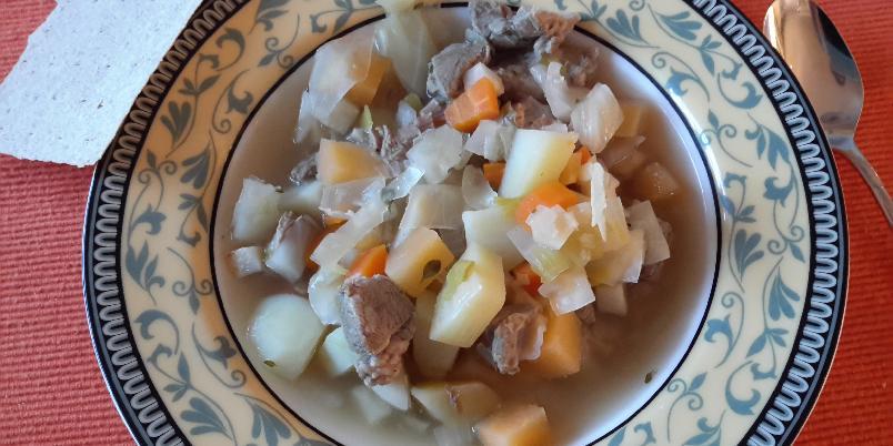 Betasuppe - God varm suppe til kjølige dager. Mengde vann, kjøtt og grønsaker avhenger av hvor mange som skal bespises. I stedet for lammekjøtt kan også annet kjøtt brukes. Pølse eller kurv går også fint.
