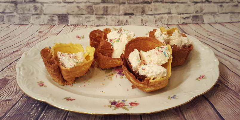 Gluten- og melkefrie krumkaker - Krumkaker har jeg savnet i mange, mange år. Hvorfor jeg brukte så mange år på å lage det, fatter jeg ikke. For dette var enkelt!