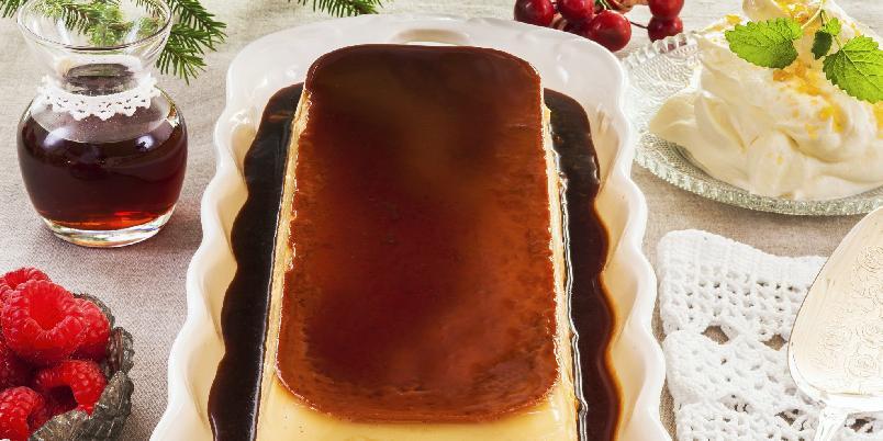 Klassisk karamellpudding - Denne fløyelsmyke, tradisjonelle karamellpuddingen er kanskje Norges mest populære dessert!