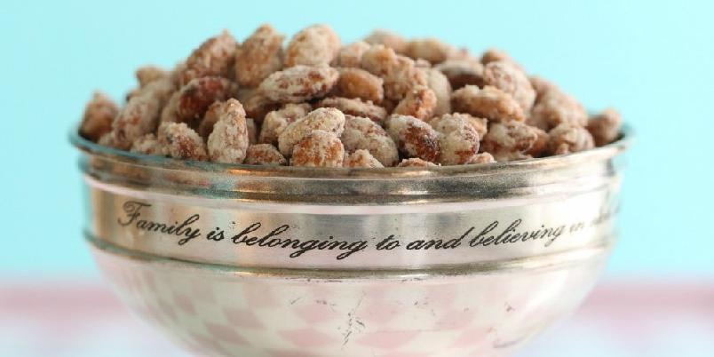 Brente vaniljemandler - Gjør en vri på klassiske brente mandler og tilsett vanilje!