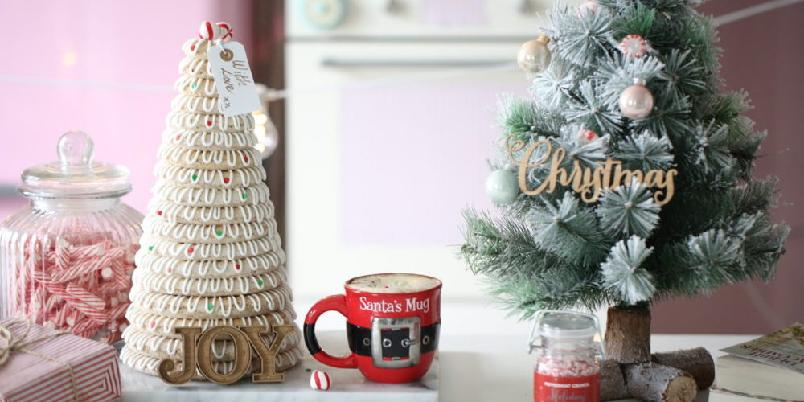 Kransekake med vanilje - Kransekake både pynter opp julebordet og smaker nydelig!