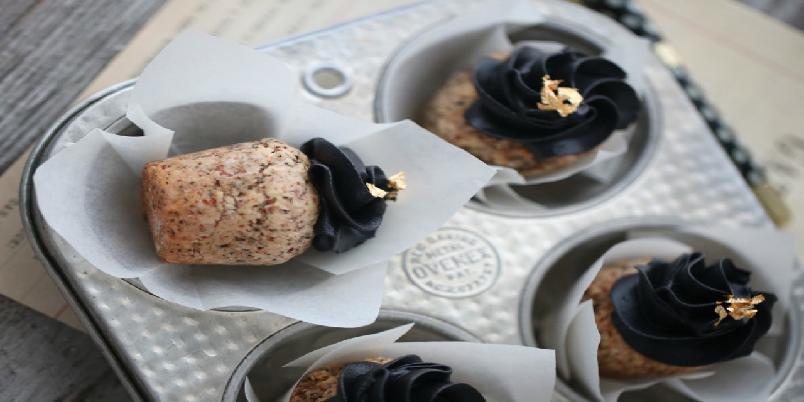 Mandelcupcakes med salt lakris - Disse er et must for lakris-elskere!