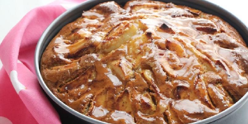 Manuelas eplekake med karamellsaus - Gi oss en grunn til at du ikke kan bake eplekake i dag...