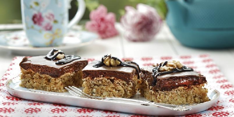 Snickerskake - En drøm for alle sjokolade-elskere...