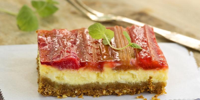 Ostekake med rabarbara - Rabarbara i ostekake er en uvanlig, men digg kombinasjon...
