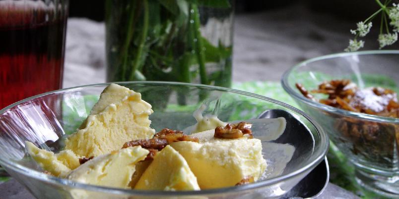 Hjemmelaget melkefri fløteis - Melkefri iskrem er ikke nødvendigvis vanskelig å lage, denne er laget på fullfett kokosmelk og inneholder ikke soya som de fleste du får kjøpt i butikken. Velg selv hvor mye vaniljesmak du ønsker på iskremen.